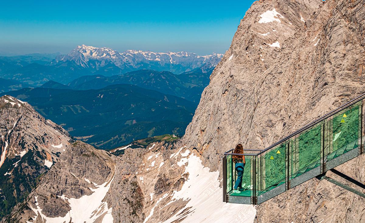 Scale verso il nulla ghiacciaio del Dachstein - copyright shutterstock.com / Martin Erdniss
