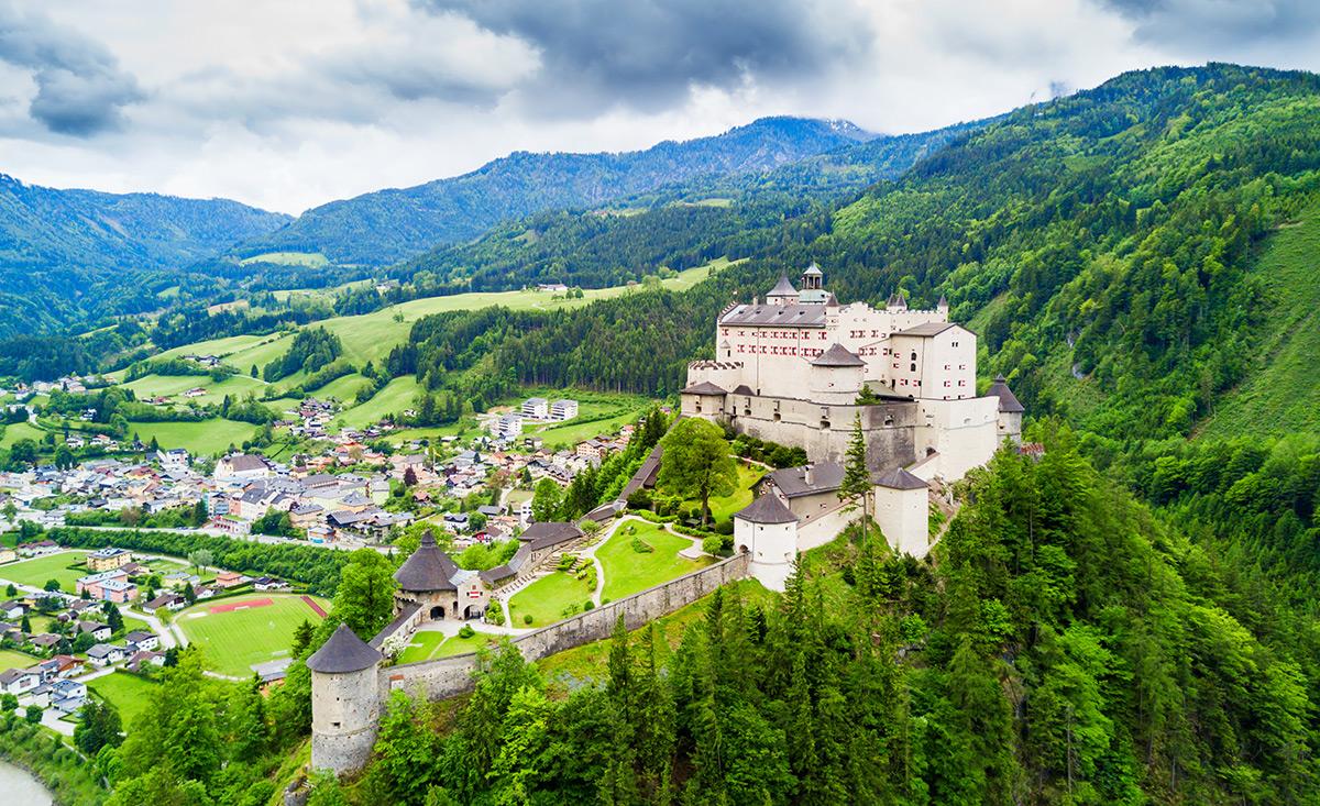 Castillo de Hohenwerfen - copyright shutterstock.com / saiko3p