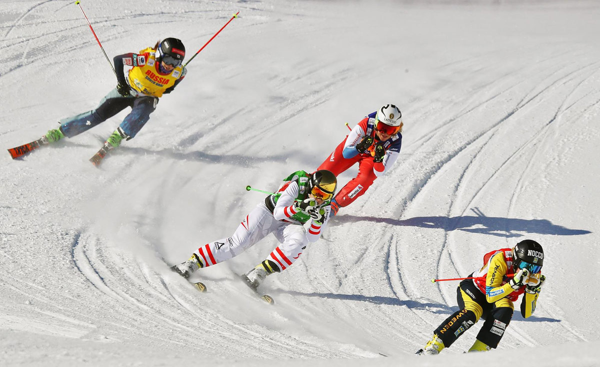 Cross skiing race