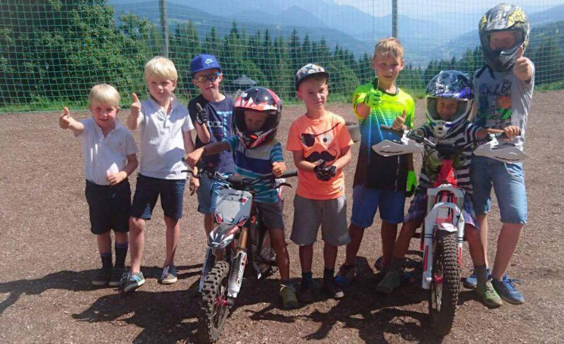 Motocross eléctrico para niños y adolescentes en Almdorf Reiteralm.